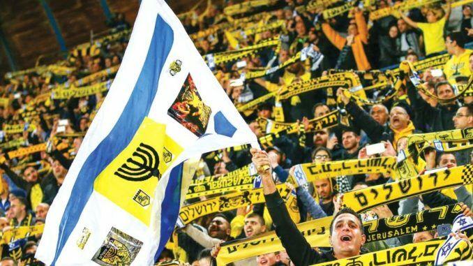 izrailskie-futbolisty-nadeli-formu-s-logotipom-btc